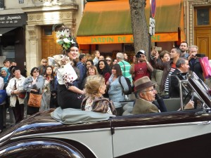 """The """"queen"""" of the parade with grapes entertwined in her hairdo"""