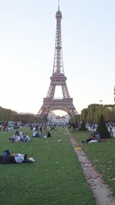 Le Champs de Mars filled with families and picnics